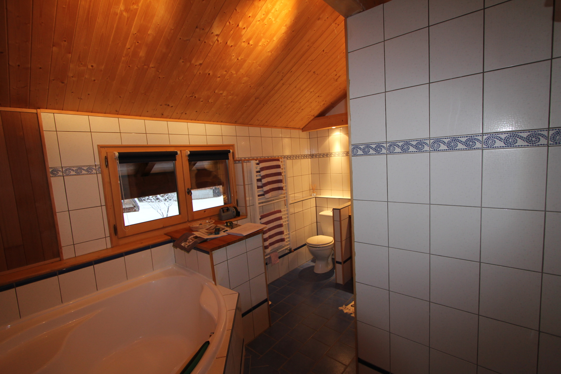 Dated chalet bathroom | Renovation Solutions